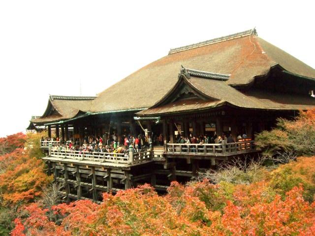 1. Kiyomizu-dera(KiyomizuTemple) – A temple with splendid view