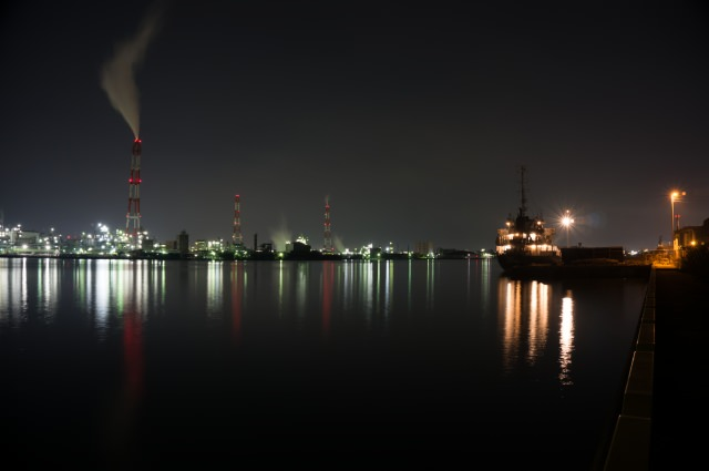 6. Night view of factories in Kitakyushu