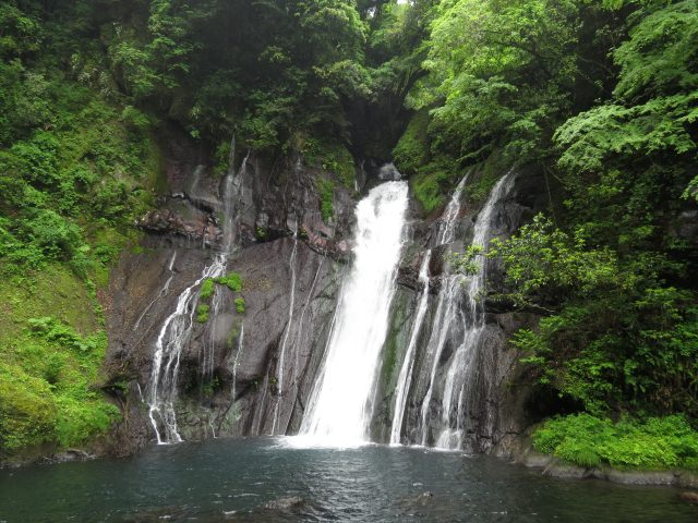 8. Shiramizu Waterfall